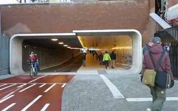 Il nuovo tunnel ciclopedonale della stazione di Amsterdam